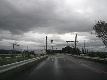 路面が濡れている