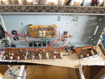 電解コンデンサを全て交換し終わったところ