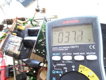 出力に37V強の電圧が出ている