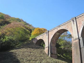 碓井第三橋梁と紅葉