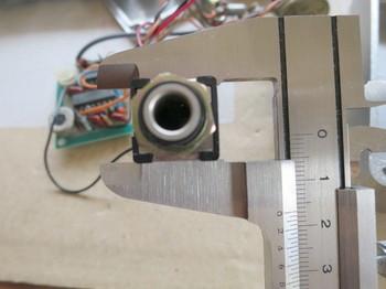 部品のサイズを正確に測る