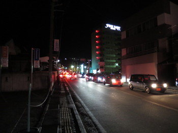 JR伊那北駅近くの道は混んでいた