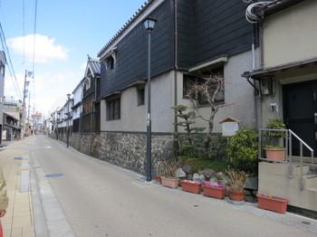 名古屋市円頓寺(えんどうじ)近くの四間道(しけみち)の白壁