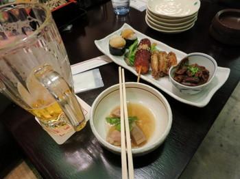 名古屋地下街の飲食店で、ビールとおつまみセット