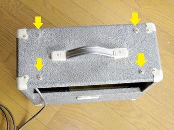 アンプ上面のネジ4本を外すと回路部が取り出せる