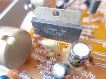 リバーブユニットのドライブICは東芝TA7220P