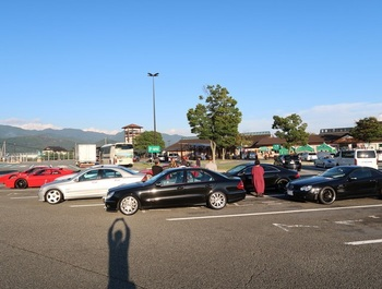 双葉SAに集まった参加車両