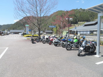 こちらも案外バイクが多い