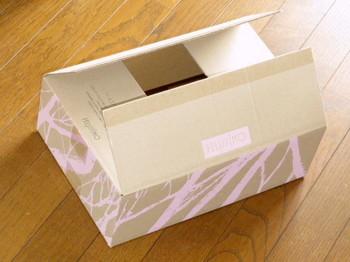 材料として使うフェリシモの段ボール箱