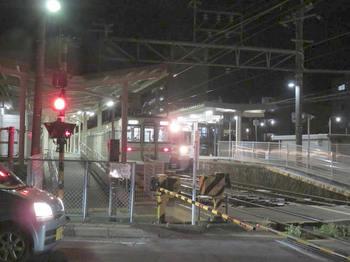 伊那北駅はちょうど発車のタイミング