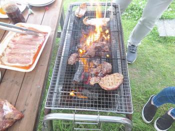 牛肉も焼く