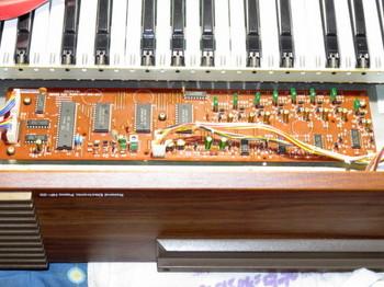 コンデンサ交換を終えた音源基板