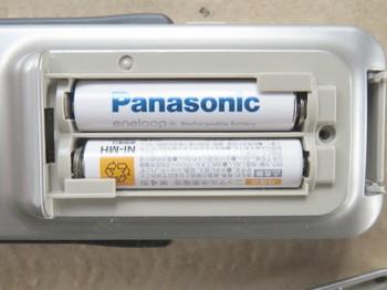 充電済ニッケル水素電池を入れたところ