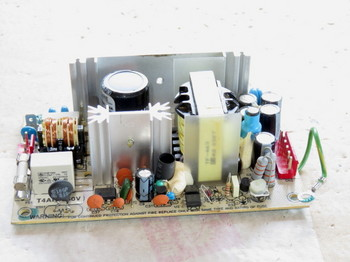 スイッチング電源はLow-ESRコンデンサが使われている