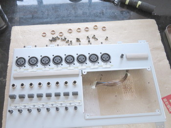 入力回路部は金属板で覆われている