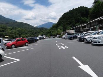 道の駅賤母の駐車場はほぼ満杯