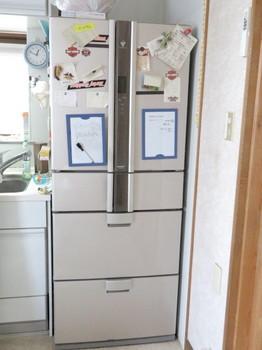壊れたシャープ製冷蔵庫