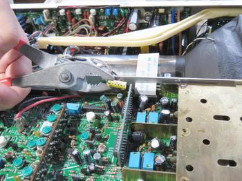 入力基板のコネクタは電解液で濡れている