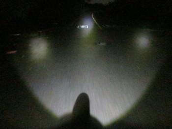 2灯のマジカルロボAKW-3000とMLI-1ALの3灯で照らした状態