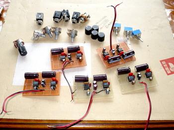 LM386革命アンプを5個作る