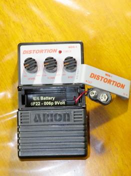 MDS-1の電池ボックスはフットスイッチのすぐ上